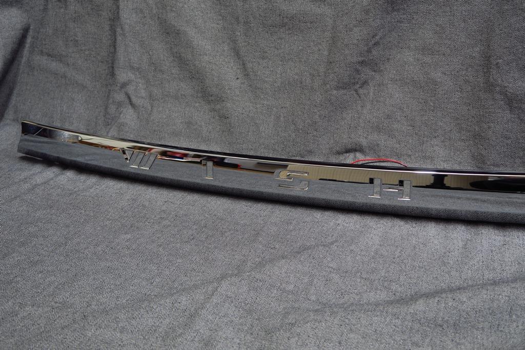 ZGE20 ウィッシュ バックドアガーニッシュLED加工
