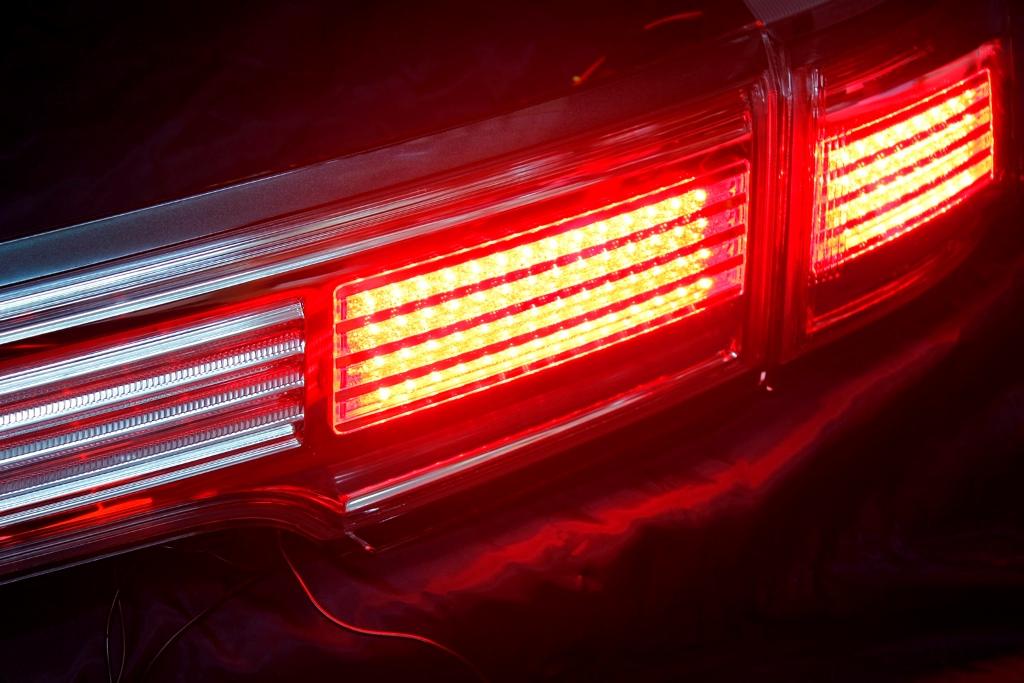 E52 エルグランド LED加工 アッパーテール></a> <br><br> <a href=
