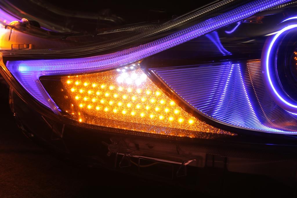 ZVW40 プリウスα LED シーケンシャルウインカー ヘッドライト加工